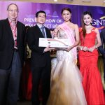 Prize present to Miss Perfect Body witnessed by judges [from L - R]: Vincent Chong, General Manager, Paradigm Complex; Dato' Goh Cheh Yak, Gintell Group Managing Director; Melissa Wong Meng Ting, Miss Perfect Body Winner; Carrie Lee Sze Kei, Miss Chinese Cosmos 04/05 Champion & Organiser of Miss Chinese Cosmos Pageant Southeast Asia 2016; CT Chin, International Brand Builder