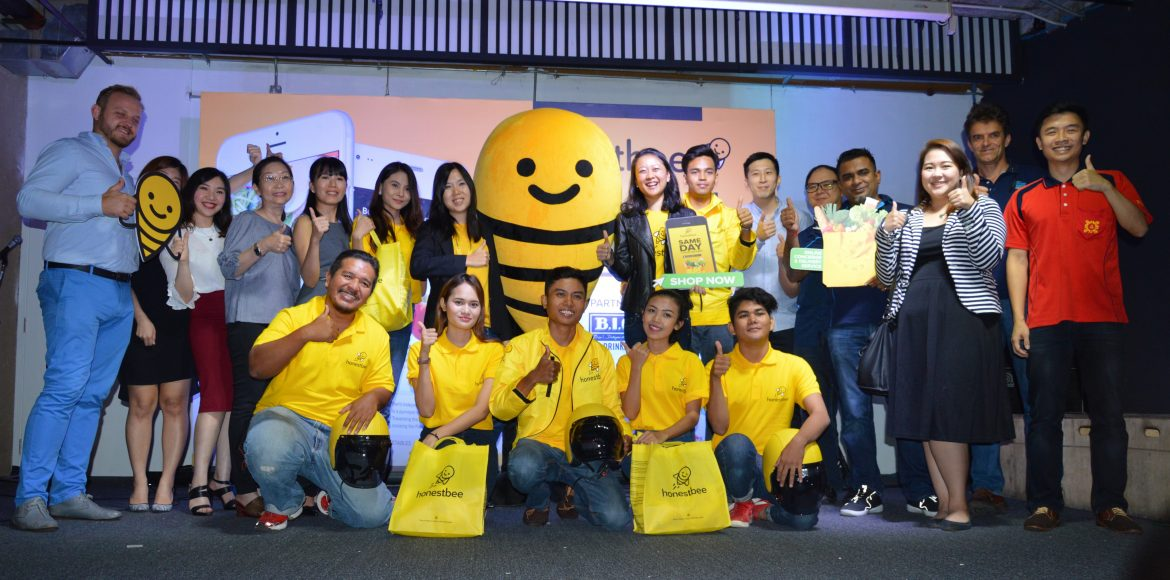Centre: Marianne Chuo, Country Manager of honestbee Malaysia and Pauline Png, Chief Marketing Officer of honestbee with honestbee partners!