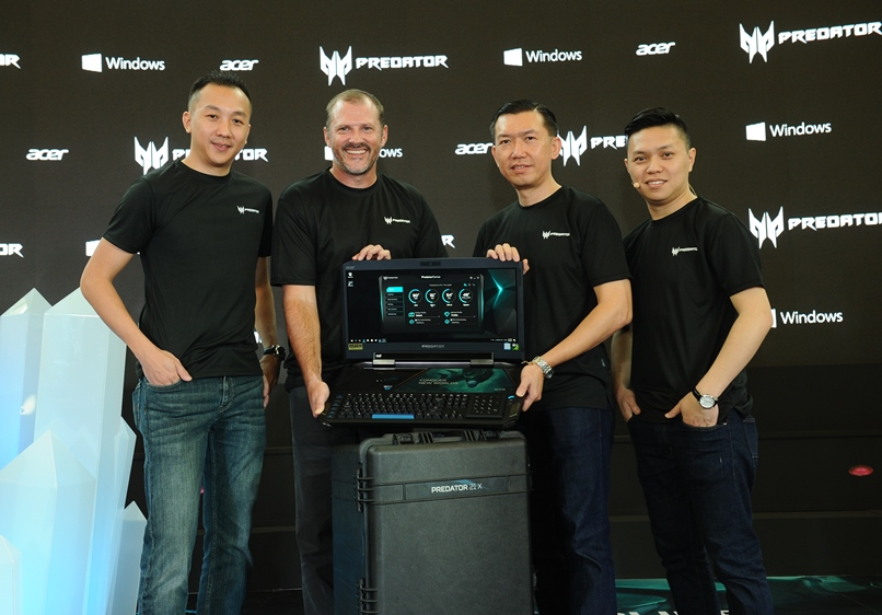 From L-R: Johnson Seet, Director of Products, Acer Malaysia; Bruce Howe, General Manager, Microsoft Consumer and Devices Sales, Microsoft Malaysia; Chan Weng Hong, General Manager of Products, Sales and Marketing, Acer Malaysia; Jeffrey Lai, Product Manager, Acer Malaysia