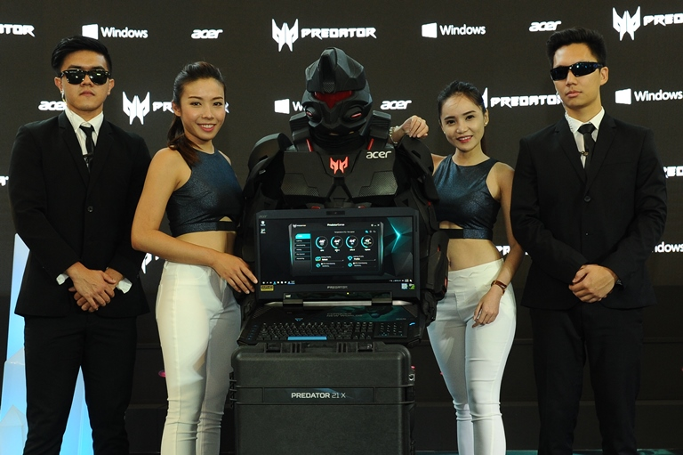 Photo 6 Models and mascot posing with the Predator 21 X