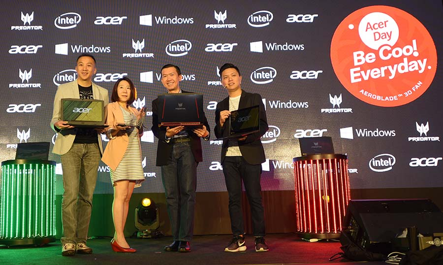 Johnson Seet, Karen Chiang, Chan Weng Hong and Jeffrey Lai with Acer devices