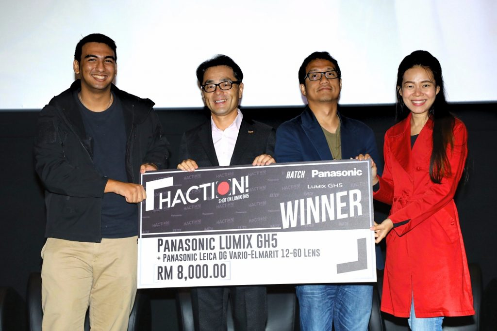 Winner of HATCH!, Sherwynn together with Mr Hiroyuki Moto, Datuk Ahmad Izham Omar and Low Ngai Yuen