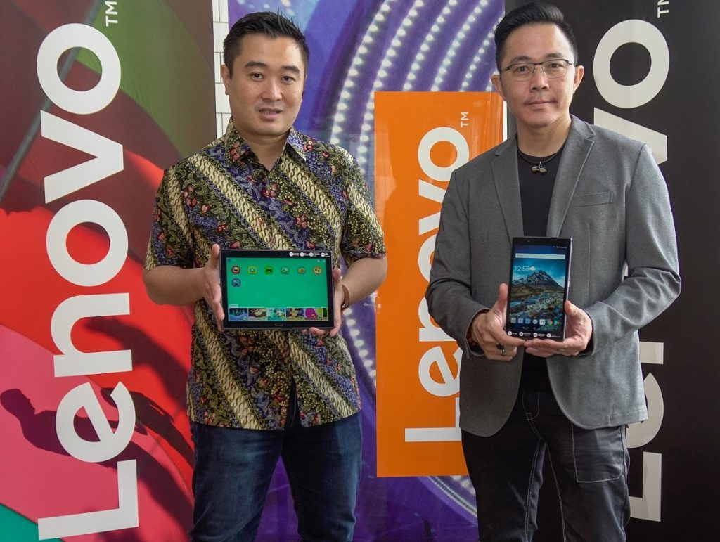 Mr Adrian Lesmono (Left), Tablet and Smart Devices Lead, Lenovo Central Asia Pacific, and Mr Andy Tan (Right), Consumer 4P Manager, Lenovo Malaysia with the Lenovo Tab 4 8 and Lenovo Tab 4 10 Plus that was launched today.