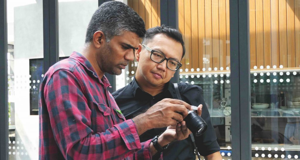 A participant showing Michael Yeoh(right) a picture he took