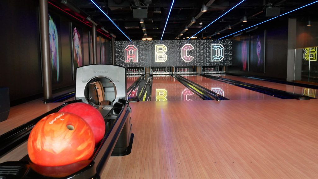 There's a freaking bowling alley inside of Zouk Club of the Genting Dream Cruise!!