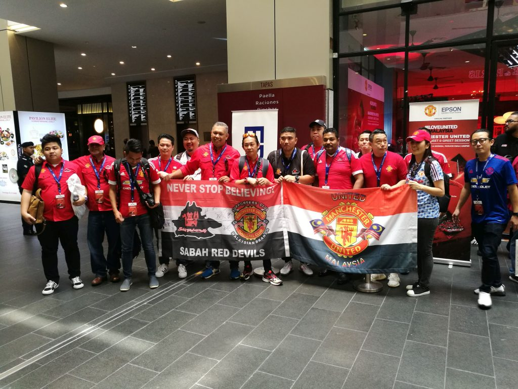 Fans come out in full force to meet with the legend Dwight Yorke