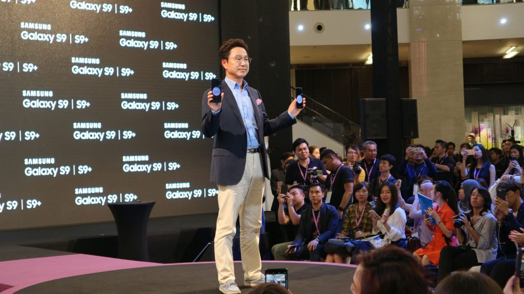 Yoon Soo Kim, President, Samsung Malaysia Electronics showing off the two new devices the Galaxy S9 and S9+