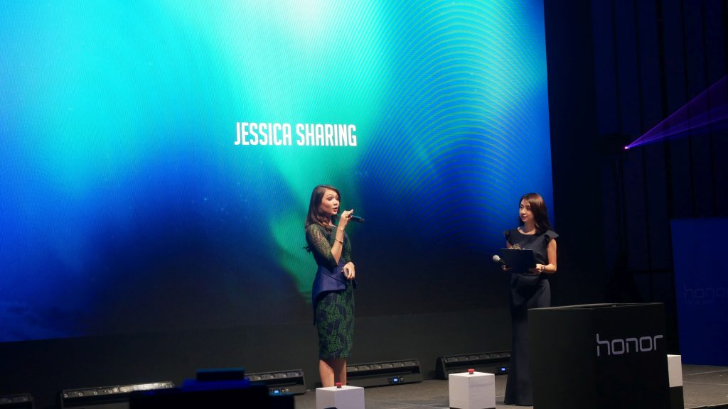 Popular local host Jessica Bigo sharing about her experience with the honor 10