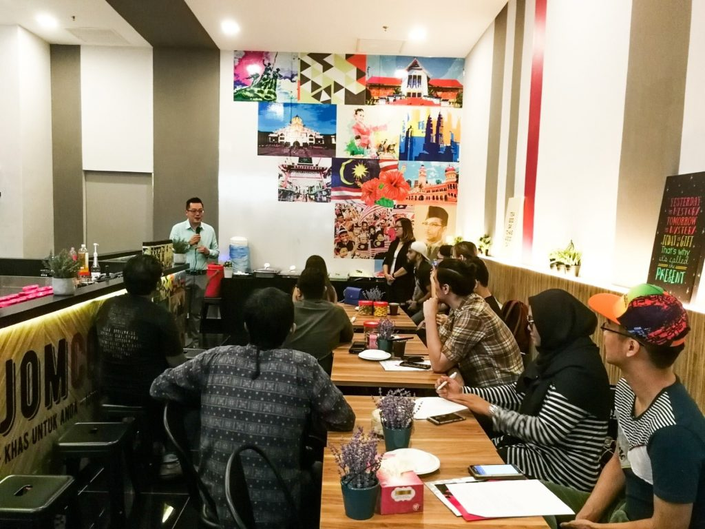 Media friends are treated to an appreciation dinner together with Keith Loh, CEO of CoolBlog Apps Sdn Bhd. at CoolBlog's first flagship store located at Melawati Mall, Ampang.