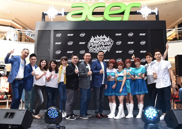 The Acer Pan Asia Pacific and Acer Malaysia VIPs with Amoi Amoi and Fuying & Sam