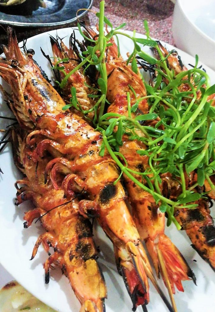 Look at how huge their Tiger Prawns are!