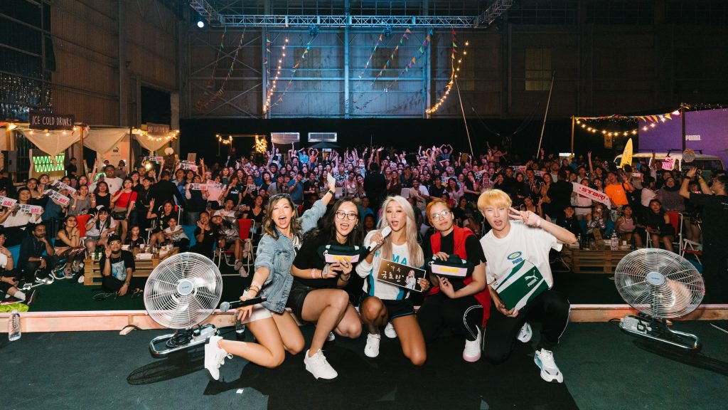Hyolyn posing for a mega selfie with her fans