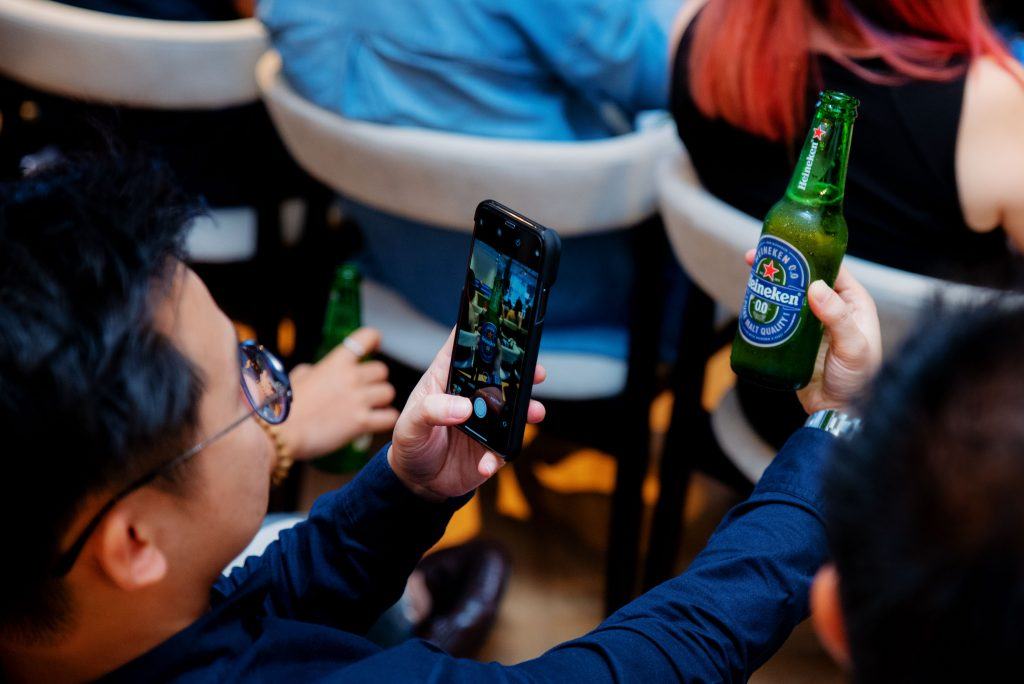 Heineken® 0.0 being served to guests who were amongst the first few Malaysians to officially enjoy the beverage.