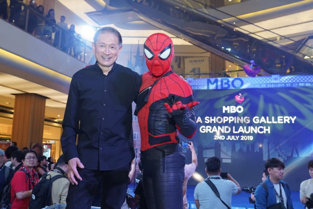 Hee posing with 'Spiderman' during the grand launch event