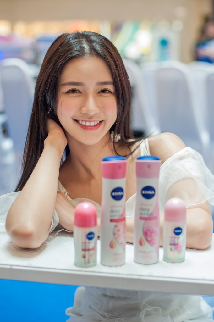 1. Singer and long time NIVEA fan - Joey Chua at the launch of NIVEA Whitening Deep Serum Deodorants