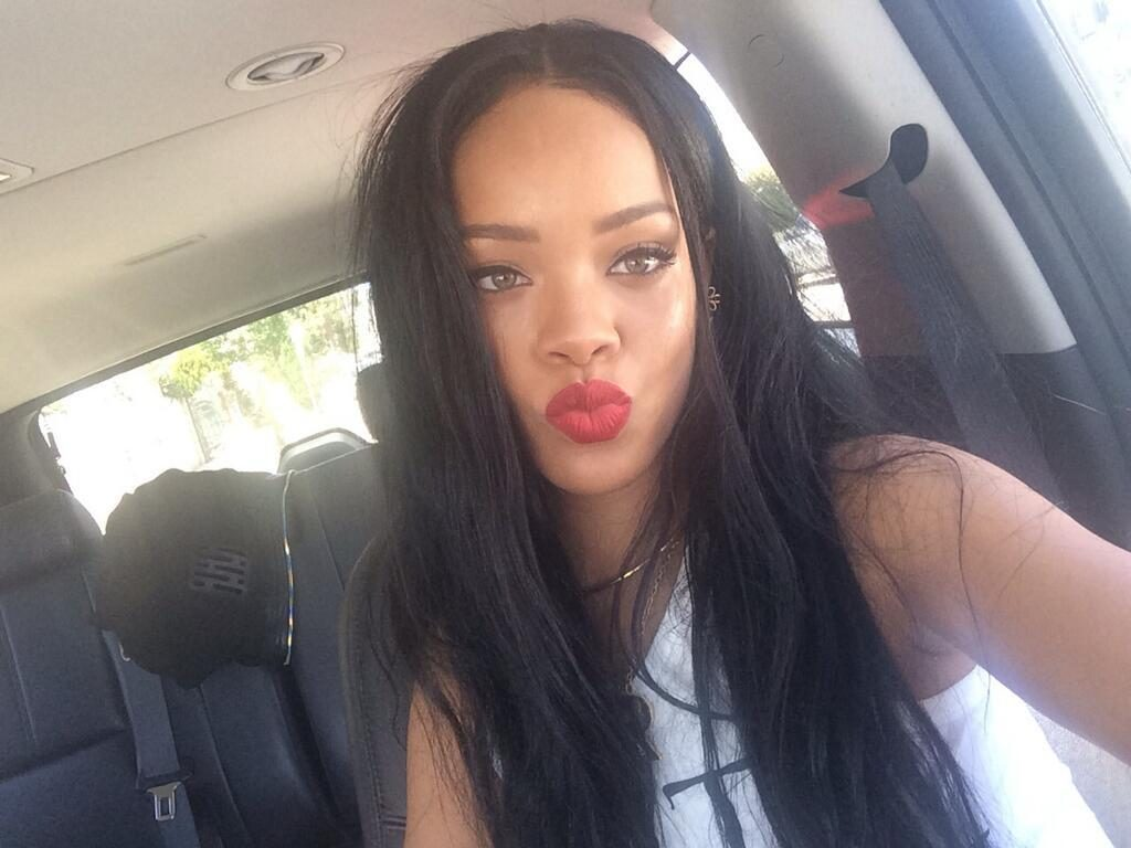 International singer, Rihanna puckers up for a selfie in a duck face pose.
