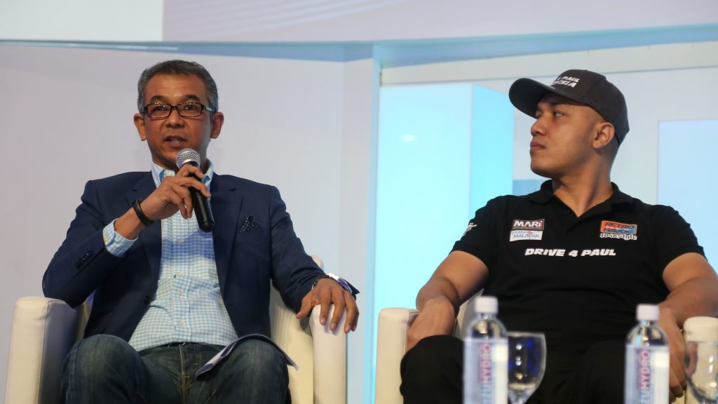Pictured on the left: Dr. Hezri Adnan, Chief Executive Officer of Langkawi Development Authority (LADA) Right: Mohamad Rosli Bin Mohamad Said (Alie Kuoppa) from Retro Havoc