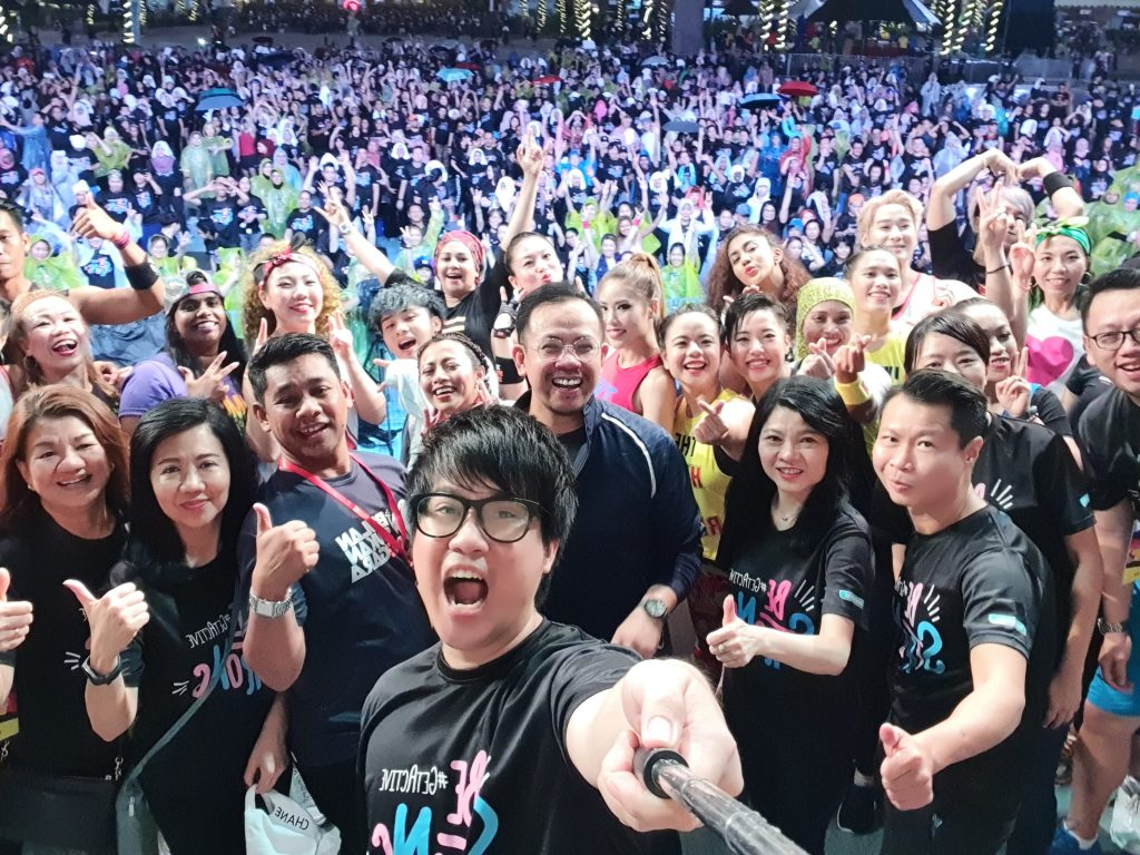 Major selfie action with Ms Caryn Loh – Managing Director of Watsons Malaysia, YB Encik Steven Sim Chee Keong – Deputy Minister of Youth & Sports Malaysia, YB Encik Sabran bin Abd Bahar – Director Selangor State of Youth & Sports Department with Jinnyboy - Watsons Ambassador and Get Active Fest 2019