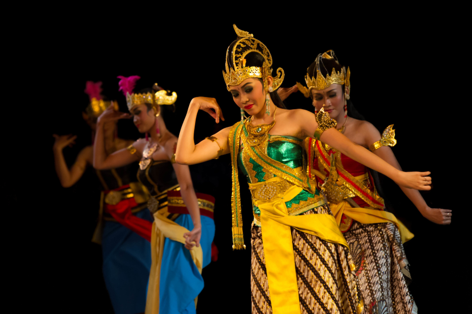 Immerse yourself in the must see story of the Ramayana Ballet. (image via hanindotours.com)