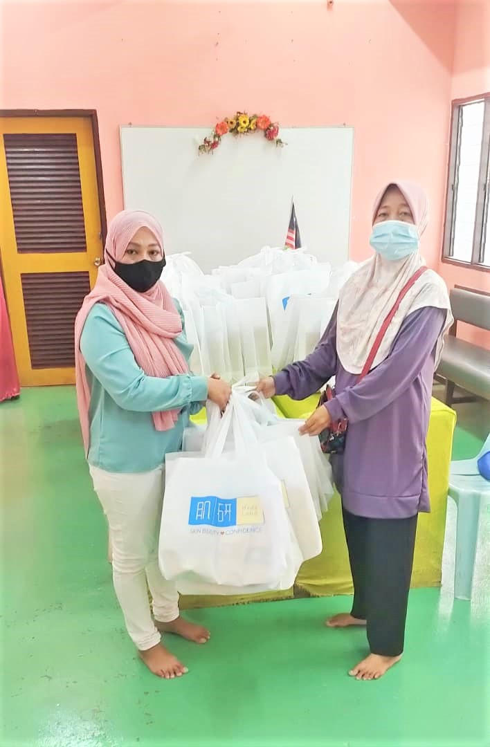 Recipients of Raya Cookies through the Hada Labo We Care for Society Campaign (1)