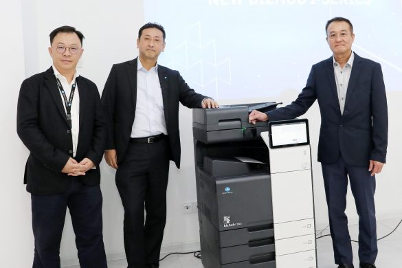 (L-R) Jason Leong, Senior Manager of Business Strategies Division, Koji Yoshida, Managing Director of Konica Minolta Business Solutions, Jason Kwok, General Manager of Sales Division
